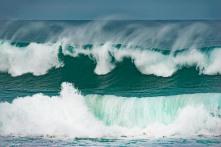 Waves crashing at Mexican Hat beach